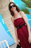 http://img127.imagevenue.com/loc1014/th_42944_Anne_Hathaway_arrives_at_the_Excelsior_Hotel_Venice-02_122_1014lo.jpg
