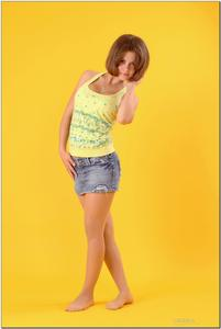 http://img127.imagevenue.com/loc423/th_278806219_tduid300163_sandrinya_model_denimmini_teenmodeling_tv_006_122_423lo.jpg