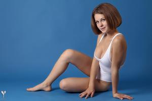 http://img127.imagevenue.com/loc500/th_365002268_tduid300163_silver_angels_Sandrinya_I_whiteswimwear_1_043_122_500lo.jpg
