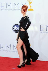 http://img127.imagevenue.com/loc578/th_468074851_AlexandraBreckenridge_64thAnnualPrimetimeEmmyAwards_2_122_578lo.jpg