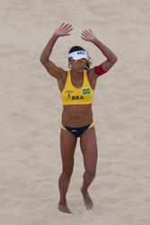 http://img127.imagevenue.com/loc585/th_409197677_BrazilvsNetherlandsWomenBeachVolleyball10_122_585lo.jpg