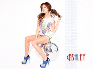 Ashley Tisdale Wallpapers - Mixed size Th_29066_tduid1721_Forum.anhmjn.com_20101130215352001_122_62lo