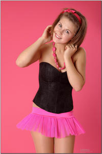 http://img127.imagevenue.com/loc63/th_255312593_tduid300163_sandrinya_model_pinkmini_teenmodeling_tv_079_122_63lo.jpg
