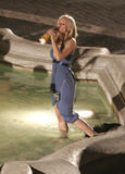 Kristen Bell with a bottle of whisky looks to be drunk in the fountain filming When in Rome