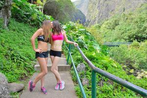 http://img127.imagevenue.com/loc95/th_558340805_Mary_and_Aubrey_Hawaii_II_Hiking_Lao_Valley_22_123_95lo.jpg